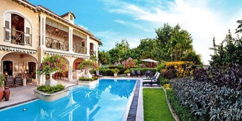 The pool and garden at Villa Dreamcatcher.