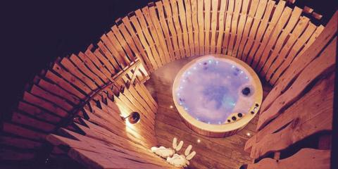 Hot tub in a Treehouse at
