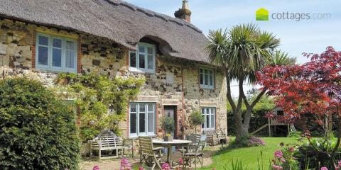 Cottages, villas, farmhouses & other self-catering properties with cottages.com.