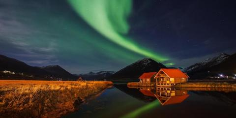 The spectacular Northern Lights over Brimnes Bungalows.