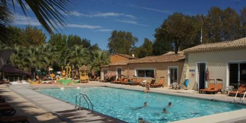 The pool at Holiday Marina
