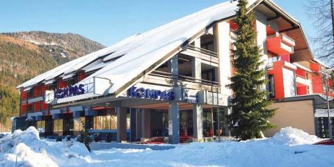 Exterior of the Hotel Kompas.
