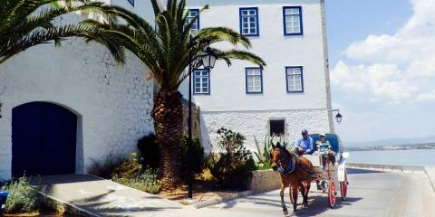 A horse and carriage in Spetses.