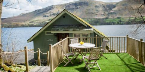 A lakeside Sykes Holiday Cottage; perfect for a family break.