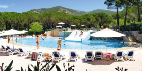 Family and kids' pool area at Ville Degli Ulivi Campsite.